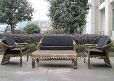 kursi rotan dengan gaya minimalis
