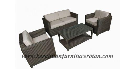 kursi tamu rotan dengan tampilan beludru