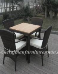 Mebel rotan dengan tipe Meja makan minimalis