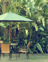 Furniture rotan bergaya minimalis untuk teras