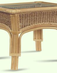 Meja rotan sintetis dengan sentuhan klasik