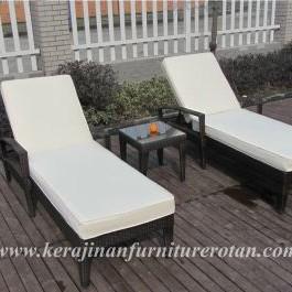 Kursi rotan minimalis | Kursi santai bergaya minimalis soft white