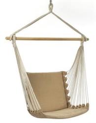 Kursi unik dengan desain ayunan gantung dari bahan tali dan kain